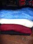 Pull capuche en alpaga : 5.5€, tailles S/M/L, couleurs blanc, noir,bordeaux, bleu, vert
