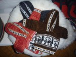 Mini-pulls en laine d'alpaga : 2€. Tailles 0 a 3 ans, couleurs : bleu, orange, vert, brun,noir, blanc.  Ne gratte pas.