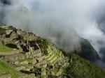 Les nuages se levent sur le Machu Picchu