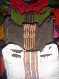 sac a main +/- 30 cm : 6,5 euros (toutes couleurs dispos)