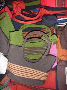 sac a mains 30 cm hanse ronde : 7 euros (toutes couleurs dispos)