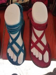 sandales : 6 euros (couleurs voir photo suivante)