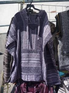 poncho taille unique: 6 euros (tons blanc/gris/bleu/noir/vert/bordeaux)