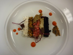 Wagyu tartare, equivalent japonais de l'americain prepare, version ultra chic, remarquez la poudre de gras blanche, a gauche