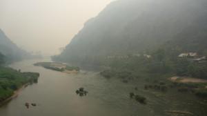 La riviere Nam Ou, depuis le pont de Nong Khiaw