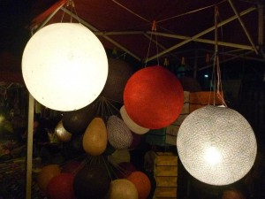 lanternes rondes: petite : 2euros / grande: 3 euros
