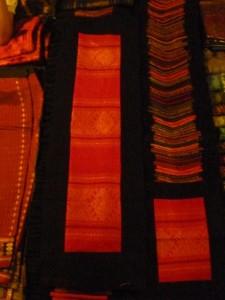 tapis mural: petit (1m20): 4 euros / grand (2m) : 5,5 euros (divers coloris)