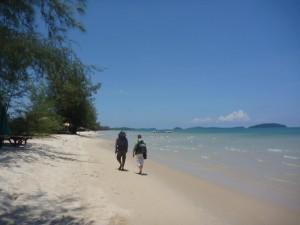 A la recherche d'une hutte sur la plage de Otres