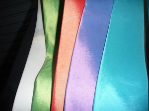 cravates en soie: noir/blanc/vert anis/saumon/parme/turquoise