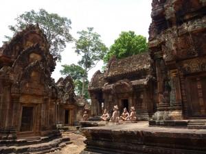 Le temple en gres rose de Banteay Srei