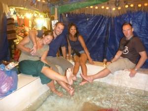 Passage chez Docteur Fish, massage par poissons