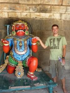 Pierol et un gardien du temple
