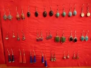 Boucles d'oreilles a pierre : 6eur (et 10eur pour les pierres noires)
