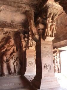 Sculptures dans les grottes
