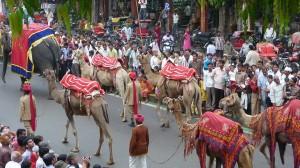 La parade pour le festival de Teej