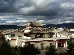 Shangri-la, vu de la colinne